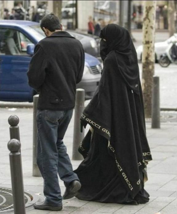 gucci-burka.jpg (44 KB)