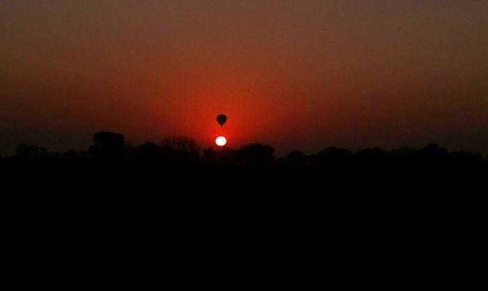 ballooner-eclipse.jpg (196 KB)
