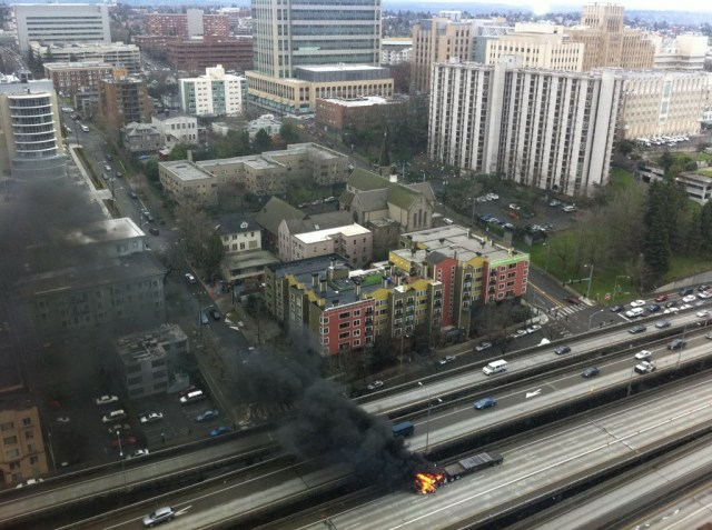 110301-burning-truck-in-downtown-seattle.jpg (246 KB)