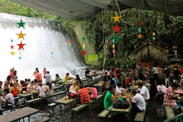 Villa-Escudero-Plantations-and-Resort-in-the-Philippines-is-the-Labassin-Waterfall-Restaurant.jpg (135 KB)