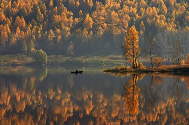 autumn_lake_large.jpg (900 KB)