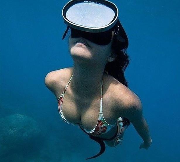 under-water-summer-girls-005-01262014.jpg (127 KB)