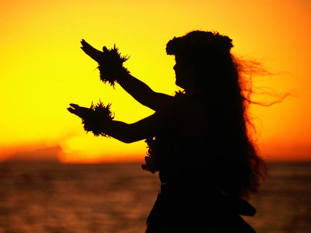 Hula_Dancer_at_Sunset_Oahu_Hawaii.jpg (168 KB)