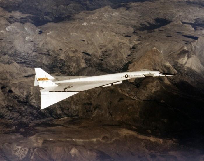 XB-70.jpg (173 KB)