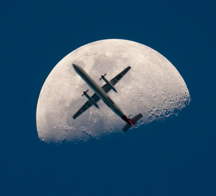 moonplane_thomas_big.jpg (812 KB)
