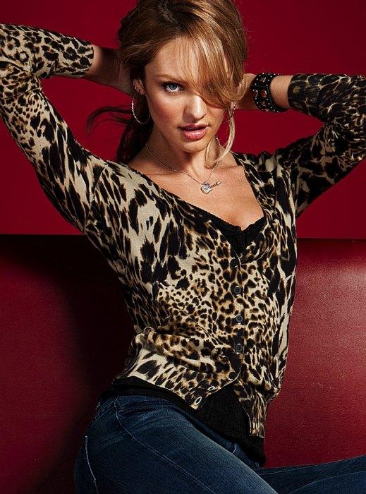 532084369_UploadedByKurupt_Candice_Swanepoel_Photoshoot_for_Victorias_Secret_July2011_11_122_658lo.jpg (206 KB)