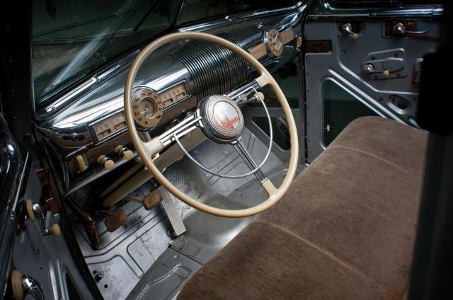 39-Pontiac-Plexiglas-Deluxe-Sedan-RM_SJ-i05-1280.jpg (149 KB)