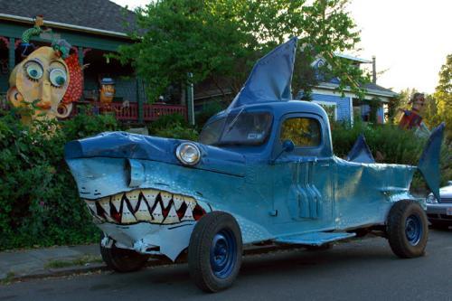 shark_car_lrg.jpg (180 KB)