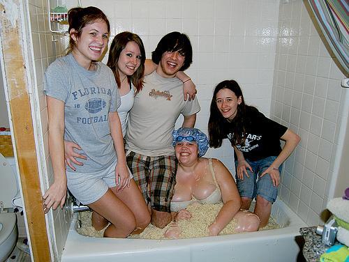 ramen_bathtub.jpg (158 KB)