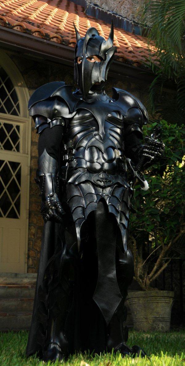 batman-armor1.jpg (131 KB)