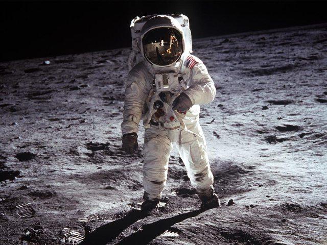 lunar_walk.jpg (185 KB)