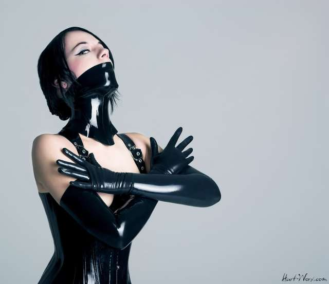 fetish_doll_by_blackfantastix.jpg (71 KB)