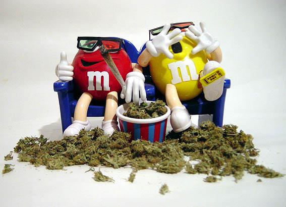 MMs-smokin-weed.jpg (51 KB)