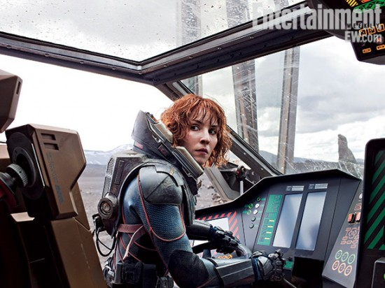 EW-Noomi-Rapace-drives-in-Prometheus.jpg (71 KB)