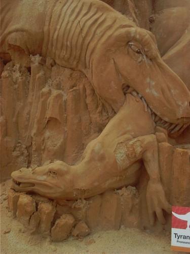 tyranosaurus-722094.jpg (192 KB)