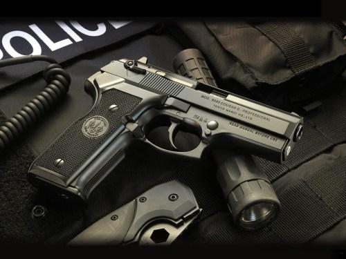 Weapon_wallpaper_010.jpg (218 KB)