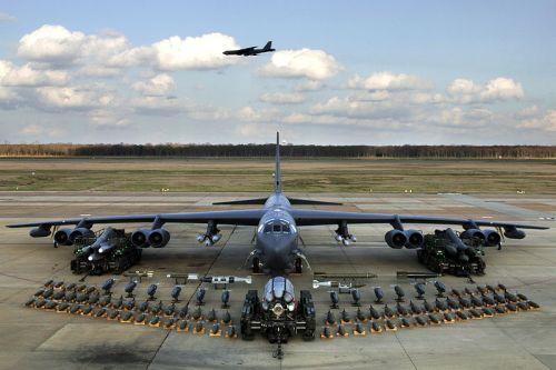 800px-B-52H_static_display_arms_06.jpg (96 KB)