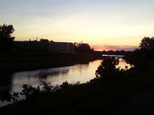 levy_sunset1.jpg (29 KB)