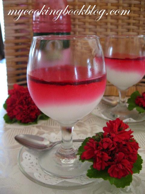Малеби или крем с прясно мляко, царевично нишесте, розова вода и мастикова смола