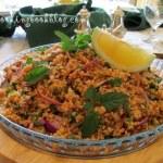 Турска салата с булгур, червен лук, магданоз и мента