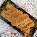 Меломакарона (Μελομακάρονα) с орехи и сусам