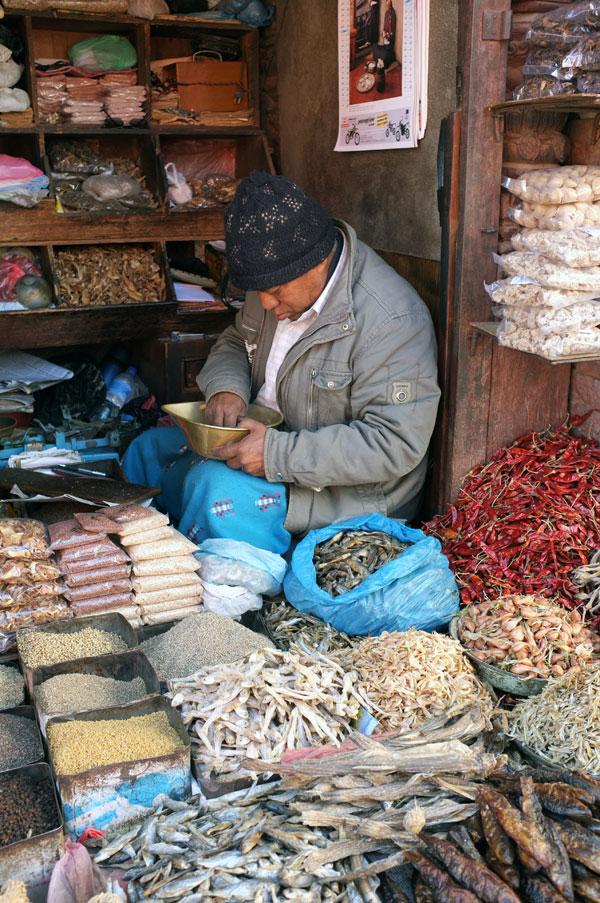 shopkeeper-durbar-sq-kathmandu