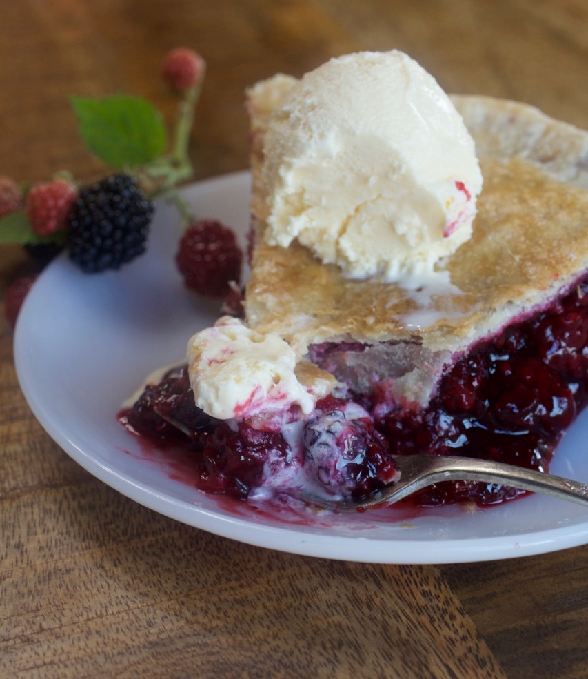 Homemade Blackberry Pie