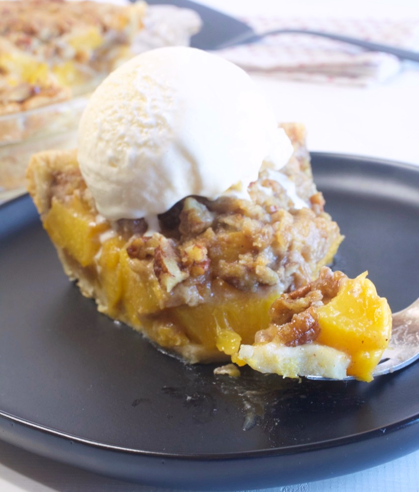 Brown Sugar Peach Crumble Pie