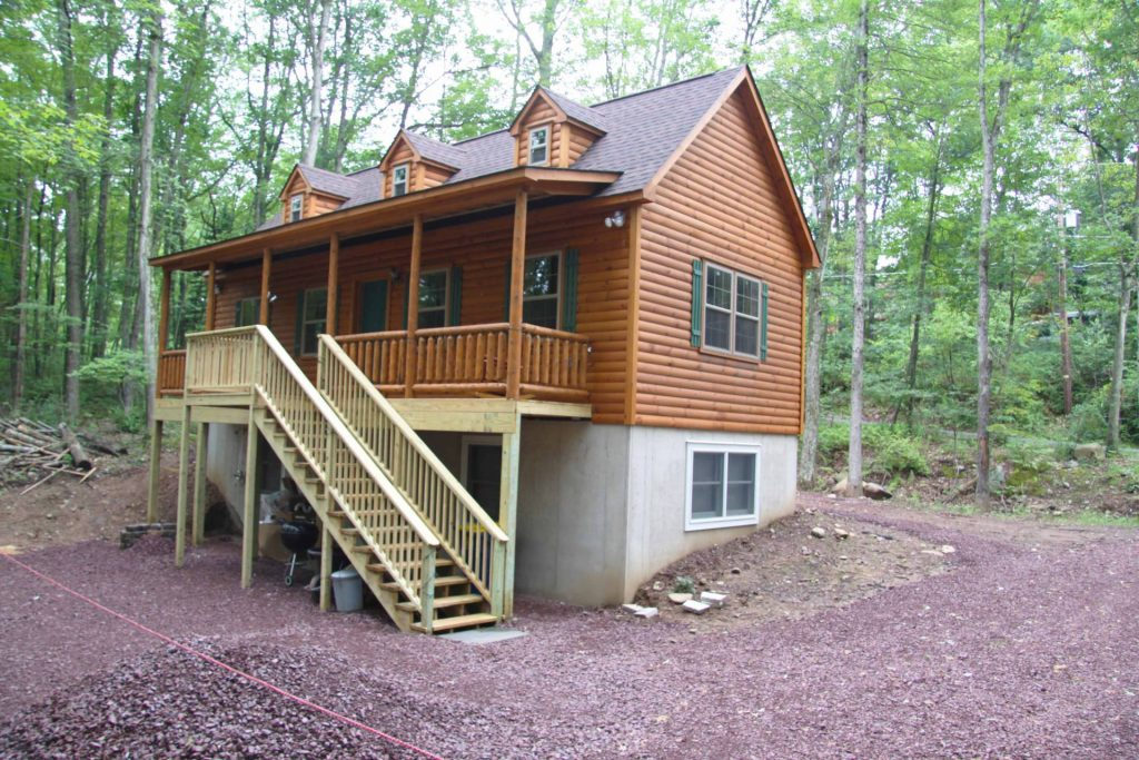 Log Cabin With Ba T