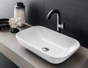 Lavabo Megha in ceramica, bianco lucido, senza troppopieno. L 59 x P 35 x A 17 cm