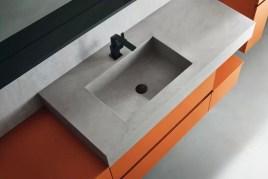 Lavabo integrato Menhir in eco-cemento, con vasca piccola, senza troppopieno. L 211 (max) x P 51 x SP 12.5 cm