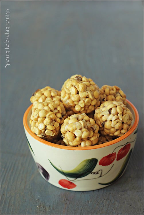 Pottukadalai Urundai/ Laddoo (Jaggery Coated Roasted Gram Balls)