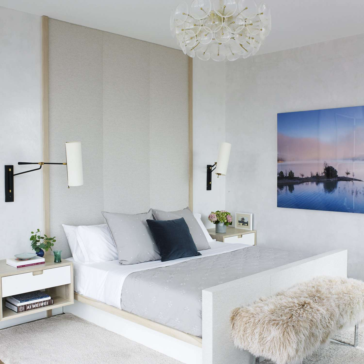 21 Minimalist Bedroom Ideas That Will Inspire You to Declutter on Minimalist Bedroom Design  id=20525