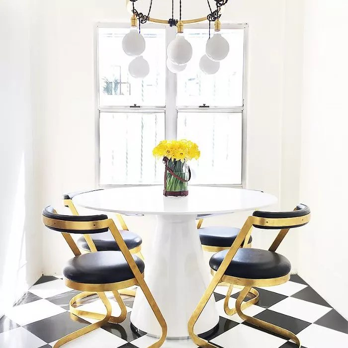 dining table in a little nook
