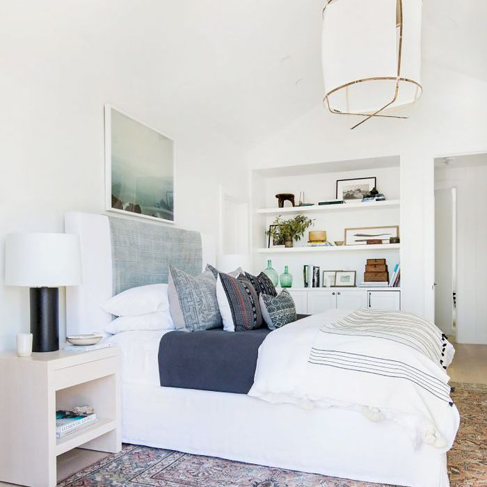 16 Small Master Bedroom Ideas That Are Larger Than Life on Main Bedroom Decor  id=58222