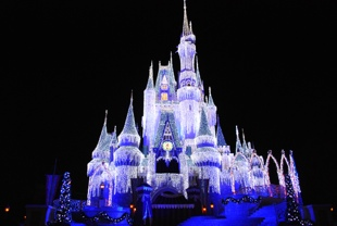 Cinderella_Castle_Holiday_Lights_101_310