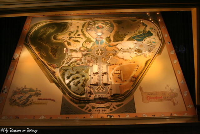 I love models, and trains, so what better to look at than a model of Disneyland with the Railroad on it!