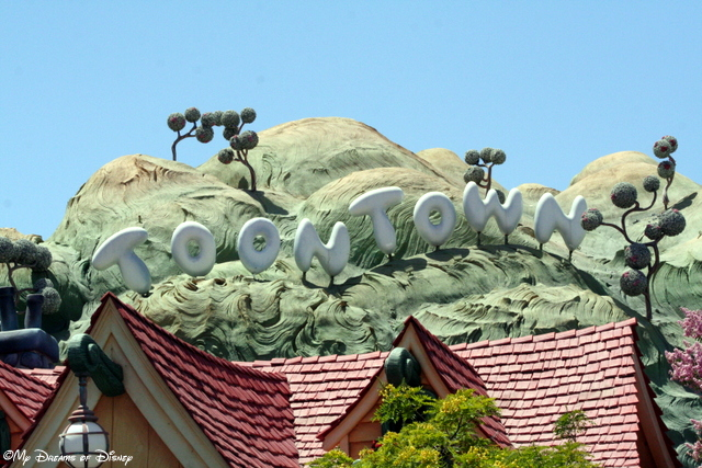 Mickey's Toontown is complete with it's own sign!