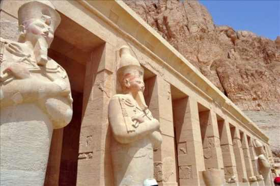 Private excursion: Luxor sightseeing day trip from Hurghada by Bus
