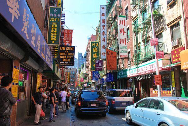 800px-Chinatown_manhattan_2009