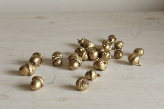 DIY Gold Painted Acorns | 31 Days of DIY | #myfairolinda