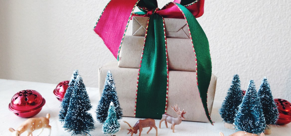 Four Simple Inexpensive DIY Wrapping Ideas