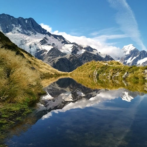 Sealy Tarns hike Mt Cook reflexion
