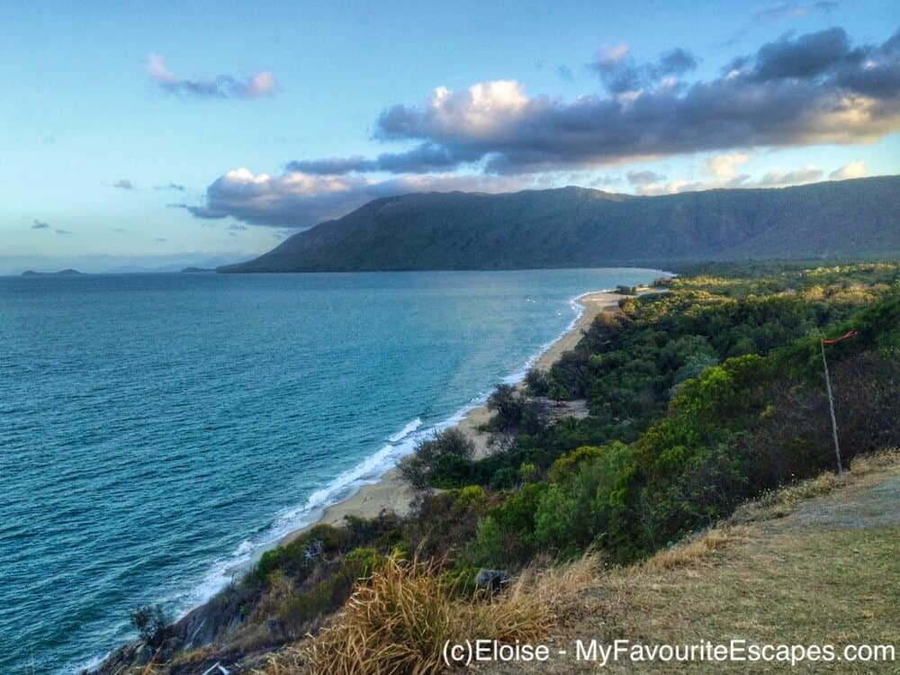Beach and cliffs on the road between Cairns and Port Douglas
