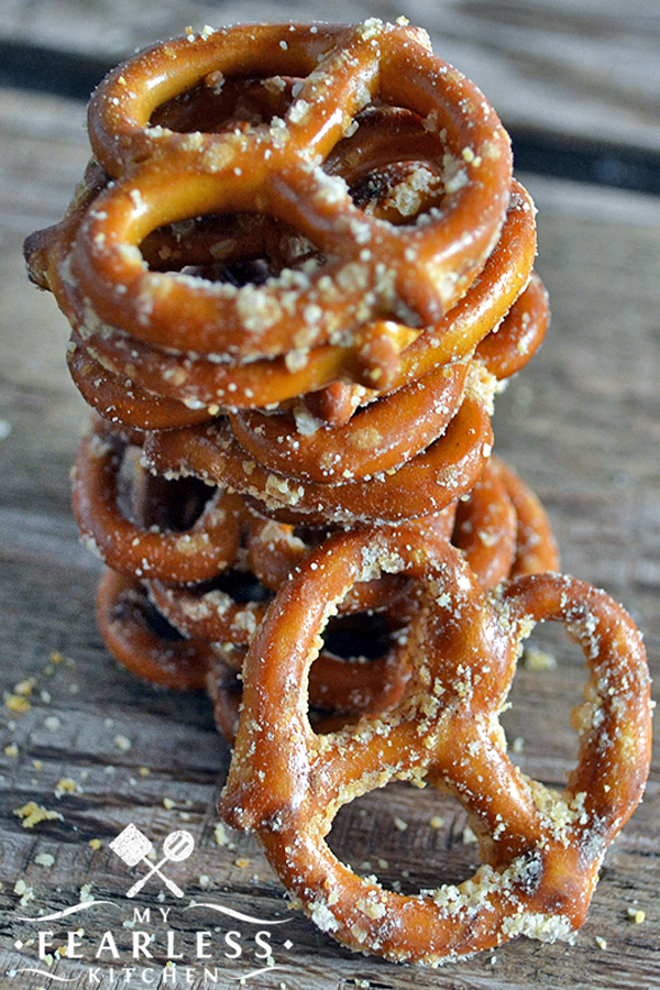 Garlic-Parmesan Pretzels from My Fearless Kitchen. Need a fast snack that's easy to make and that tastes good? Try this recipe for Garlic-Parmesan Pretzels. Only 4 ingredients and 6 minutes to snack time! #pretzel #snack #garlicparmesan #easyrecipes