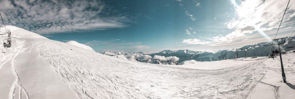 Gudauri info and skiing slopes - a birds eye view.