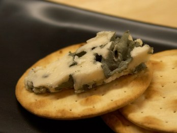 MyFrenchLife™ – MyFrenchLife.org - Roquefort cheese - blue cheese - stinky cheese - health - famous cheese - eating mouldy cheese - how to store Roquefort
