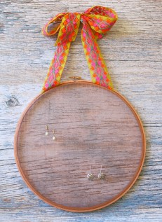 upcycled earring holder - myfrenchtwist.com