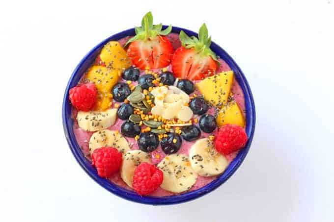 Get the kids more involved in making their meals with these DIY Smoothie Bowls! | My Fussy Eater blog