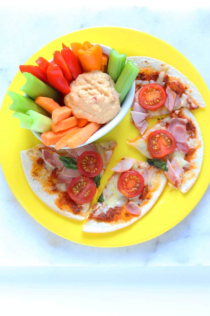 Got hungry screaming kids? Whip up dinner in no time with my super speedy 5 Minute Pizza recipe | My Fussy Eater blog